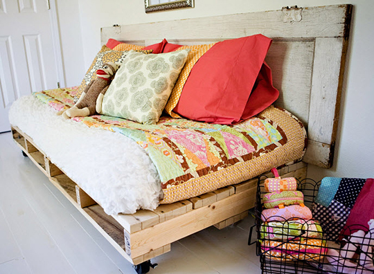 daybed made of wood pallets